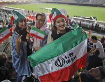 La fanática de fútbol iraní que se quemó viva estaba enferma, según su padre