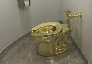 Roban inodoro de oro sólido con valor de 1.25 millones de dólares