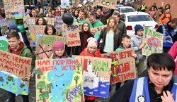 Miles de estudiantes toman las calles para luchar contra la…