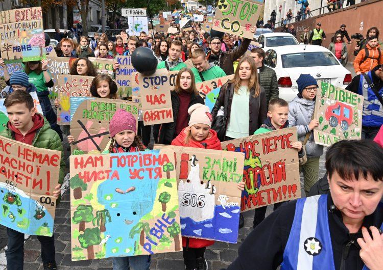 Miles de estudiantes toman las calles para luchar contra la crisis climática