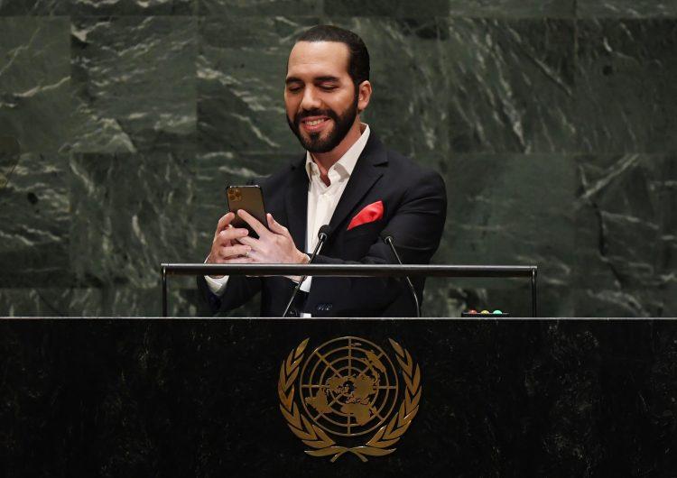 Primero que nada una selfi, dice a la ONU el presidente de El Salvador
