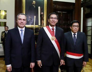 Presidente de Perú disuelve el Congreso; nombran a nueva presidenta interina