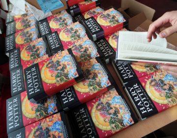 """Escuela católica de EU retira libros de Harry Potter por contener """"maldiciones y hechizos reales"""""""