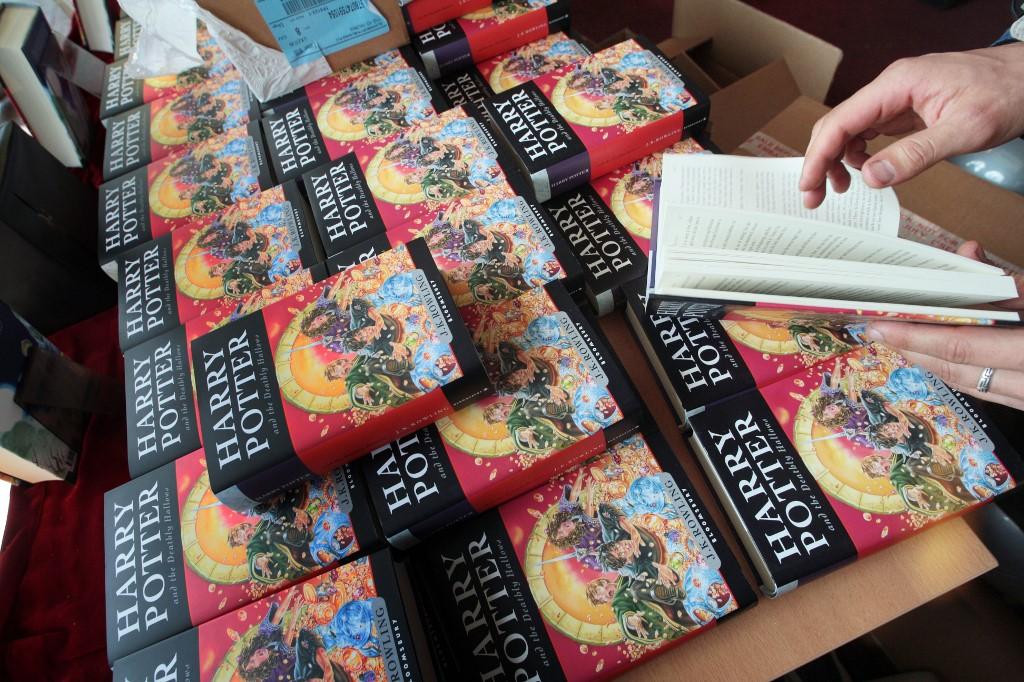 Escuela católica prohíbe libros de Harry Potter por contener 'hechizos reales'