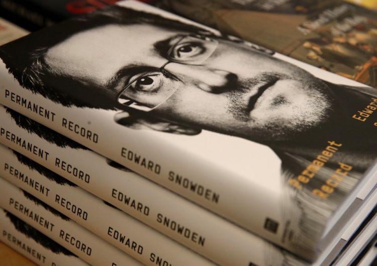 EU demanda a Snowden por su nuevo libro de memorias… y se convierte en el más vendido de Amazon