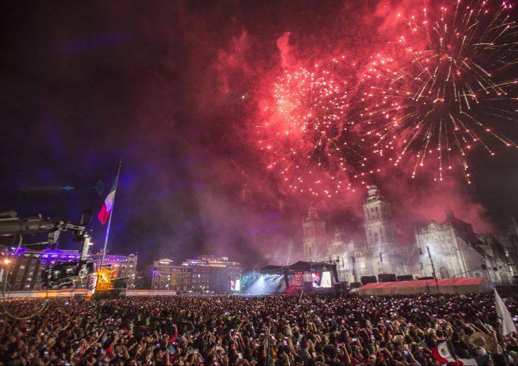 En fotos: Pirotecnia, banderas y gritos, así se festejó la Independencia de México