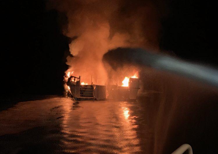 Se incendia un bote frente a la costa de California; autoridades buscan a más de 30 tripulantes