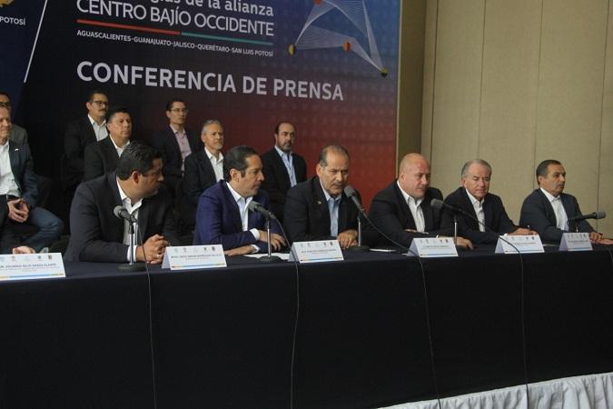 Piden gobernadores más presupuesto, pero sin salirse del pacto fiscal