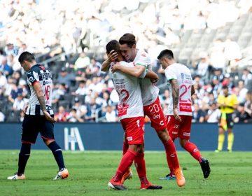 Necaxa derrota a domicilio a Rayados 2-0