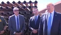 Trump visita la frontera y felicita a AMLO por frenar…