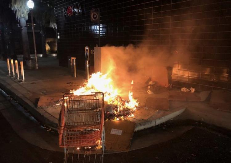Un hombre que prendió fuego a una persona sin hogar sería liberado si paga 1 mdd de fianza