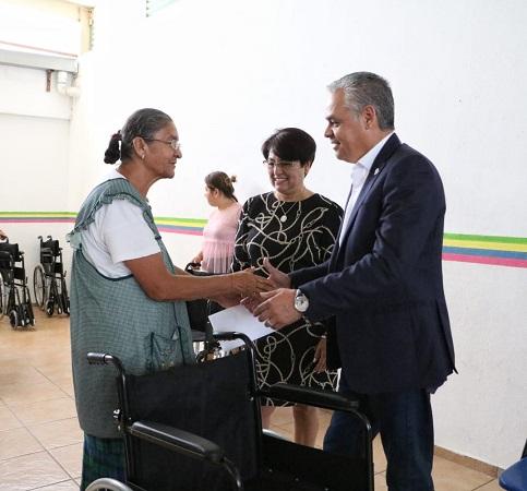 Realizan entrega de sillas de ruedas en DIF Municipal de Jesús María