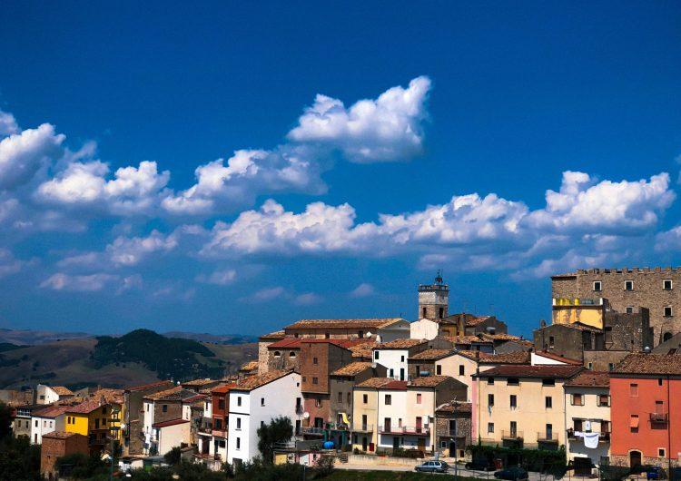 Región de Italia ofrece 770 dólares al mes para quien se mude ahí… si cumple con dos condiciones