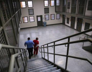 Nuevo proyecto de ley en California prohíbe los centros de detención de migrantes de ICE