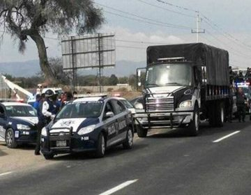 Rescatan a policías retenidos en comunidad de Puebla