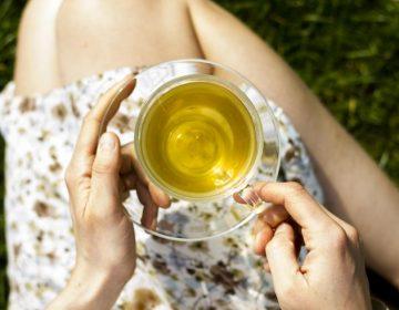 Las bolsitas de té contaminan la bebida con miles de millones de microplásticos