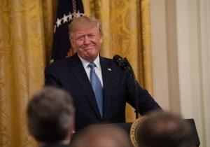 """La Casa Blanca llama """"teatro político"""" a la investigación contra Trump y dice que no participará en ella"""