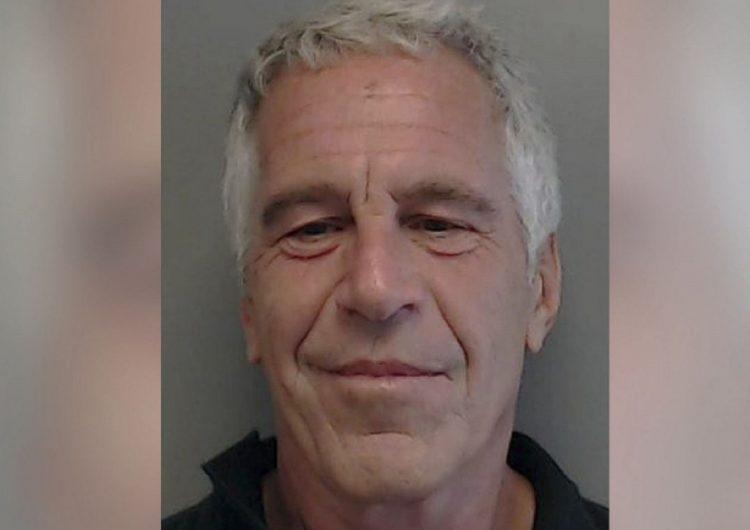 """Forense de la familia de Epstein dice que su muerte """"apunta a homicidio"""" y no suicidio"""
