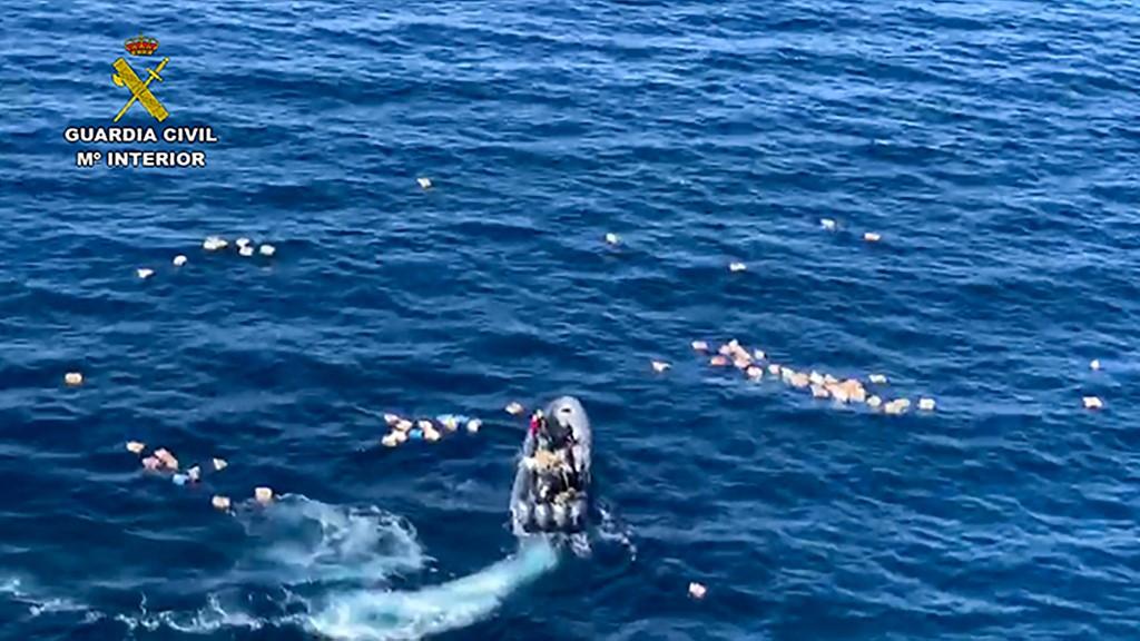 Narcotraficantes rescatan del mar a agentes que los perseguían