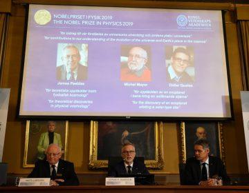 Científicos ganan el Nobel de Física por trabajos sobre el origen del cosmos y los planetas