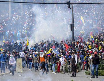 En fotos: Protestas paralizan Quito; cientos toman la Asamblea Nacional