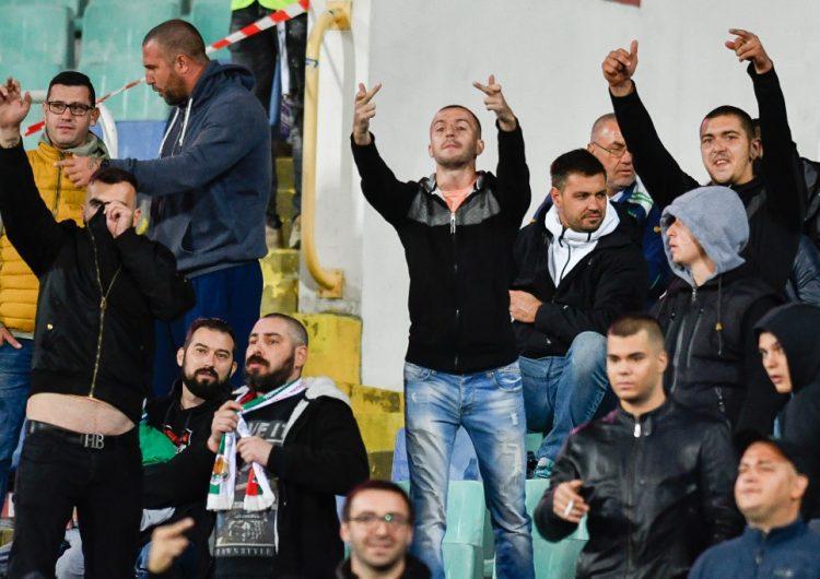 Detienen a seis aficionados en Bulgaria por gritos y gestos racistas durante partido de futbol