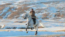 Corea del Norte comparte paseo a caballo de Kim en…