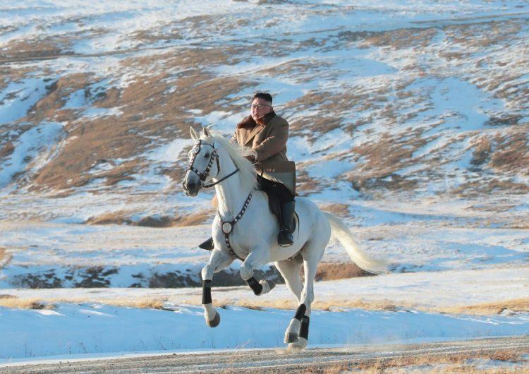 Corea del Norte comparte paseo a caballo de Kim en una montaña sagrada y desata dudas
