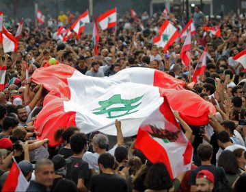 Miles de libaneses se manifiestan contra la corrupción y los impuestos