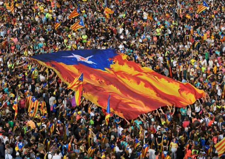 En fotos: Huelga general y enfrentamientos en Cataluña contra condena a los líderes independentistas