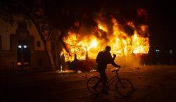 Chile: Gobierno congela aumento al metro en medio de protestas…