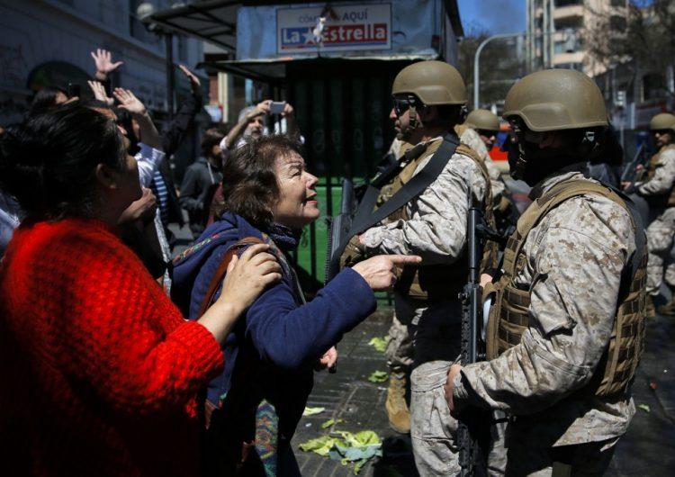 """Chile vive su tercer día consecutivo con toque de queda; Piñera propone un """"acuerdo social"""""""