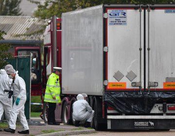Imputan cargos de homicidio al conductor por los inmigrantes muertos en un camión en Inglaterra