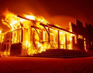 California declara estado de emergencia por incendio y ordena evacuación de 180,000 personas