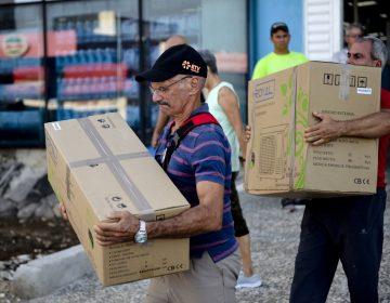 Cubanos comienzan a usar dólares como medida a las restricciones de Estados Unidos