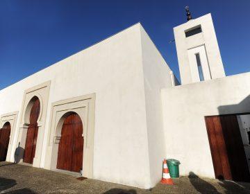 Ataque a mezquita en Francia deja dos heridos; detienen al agresor