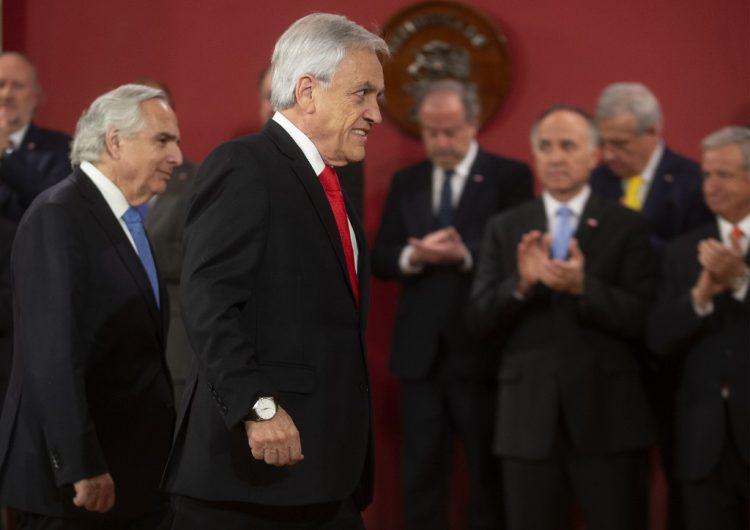 Piñera cambia a ocho de sus ministros en medio del estallido en Chile que pide su renuncia