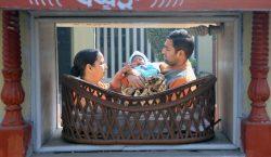 Un hombre de India que sepultaba a su hija descubre…