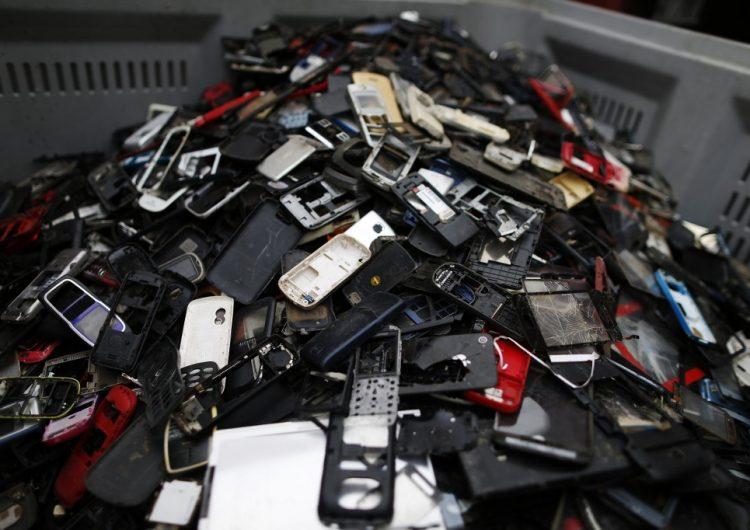 Los celulares deberían durar 25 años para compensar su impacto en el medio ambiente