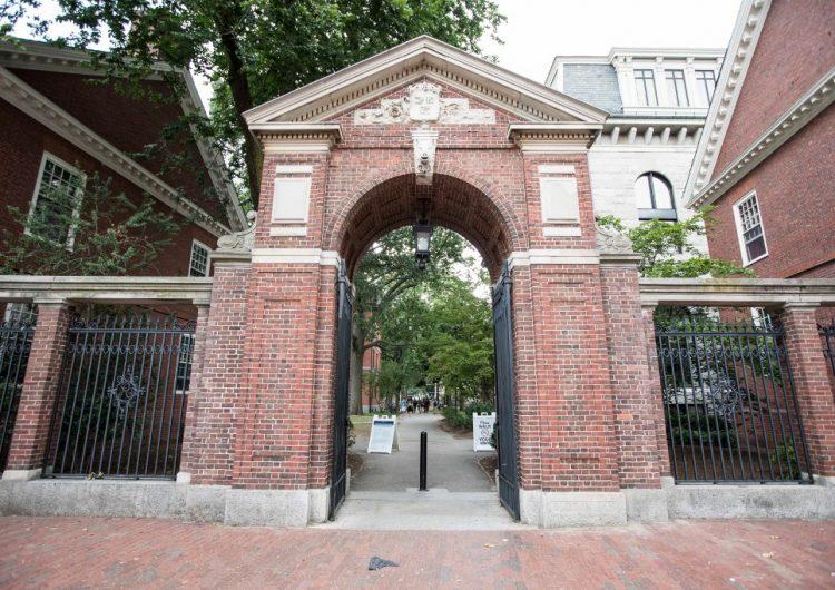 La Universidad Harvard gana demanda por considerar la raza en su política de admisión