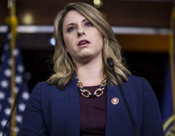 Quién es Katie Hill, la congresista demócrata que renunció después de la filtración de fotos íntimas