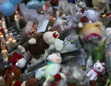 Conspiracionista deberá pagar 450 mil dólares al padre de una víctima de tiroteo en EU