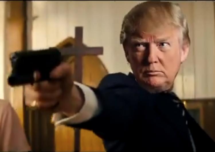 Proyectan video editado de Trump en el que le dispara a medios y rivales políticos
