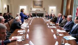 Trump tiene nuevo 'round' con Pelosi en Twitter tras estar…