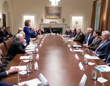 Trump tiene nuevo 'round' con Pelosi en Twitter tras estar frente a frente en reunión