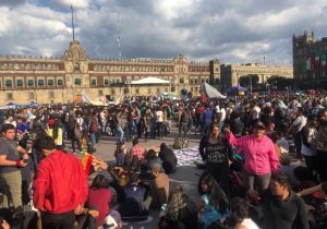 Marchan a 51 años de la masacre estudiantil de Tlatelolco; encapuchados y policías se enfrentan