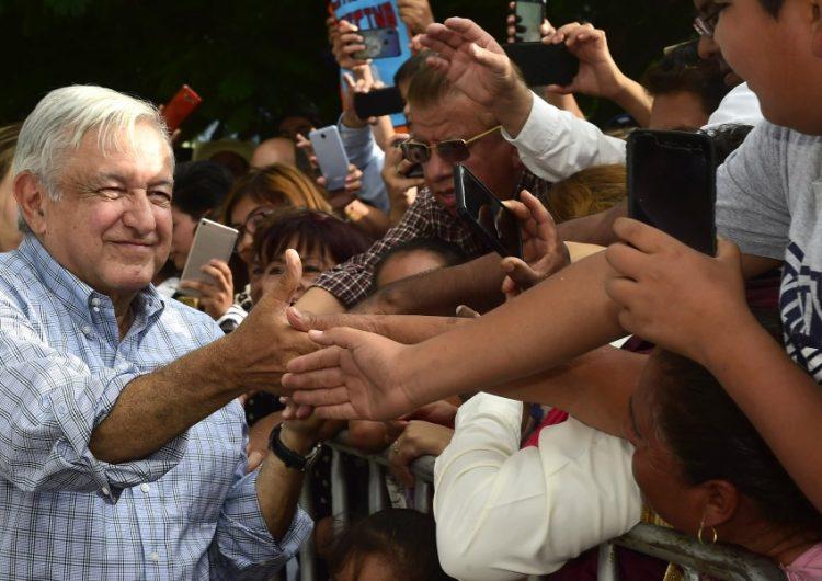 Durante gira por Puebla, AMLO oferta a Trump el avión presidencial