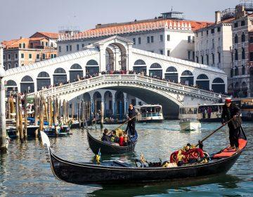 Turista secuestra a empleada de casa de cambio en Venecia