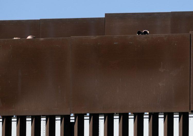 Traficantes de personas en México cortan el muro fronterizo de Trump: WP