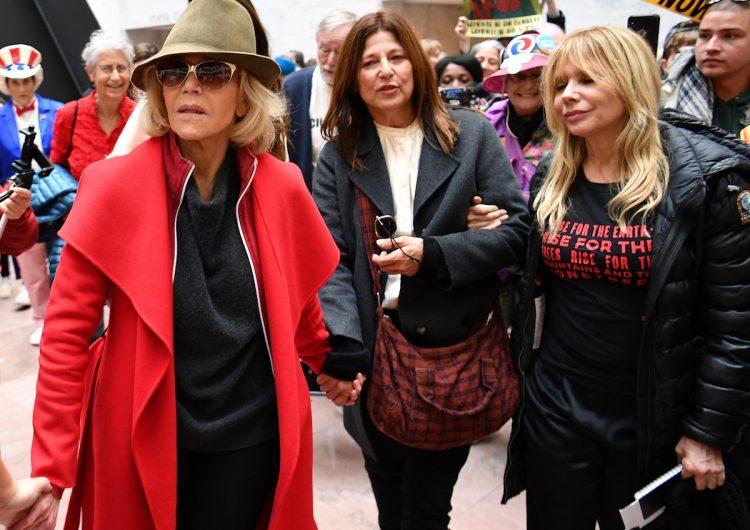 La actriz Jane Fonda es arrestada por cuarto viernes consecutivo por protestar contra el cambio climático